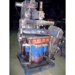 BMM QCT2 molding machine (AB1510)